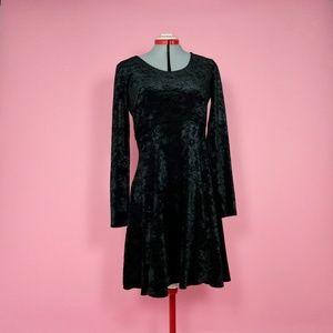 90s Black Velvet Long Sleeve Dress